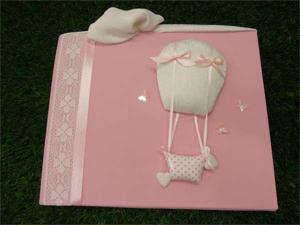 Εικόνα με βιβλία ευχών αερόστατο