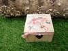 Εικόνα με Μπομπονιέρα βάπτισης κοριτσάκι vintage κουτάκι