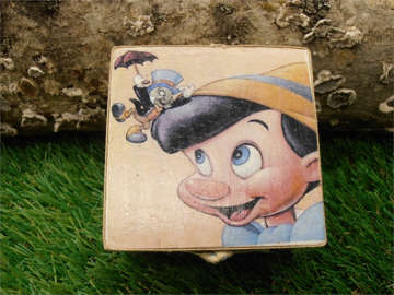 μπομπονιέρα βάπτισης ξύλινο κουτάκι  με θέμα τον πινόκιο