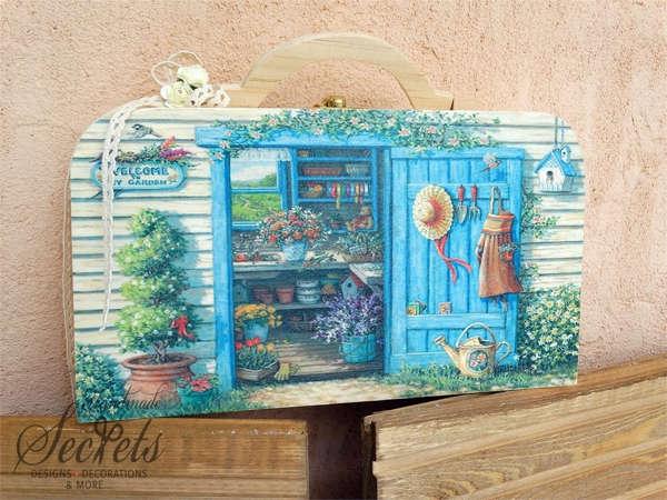 Εικόνα με Κουτί μαρτυρικών ξύλινο βαλιτσάκι κήπος