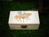 μπομπονιέρα ξύλινο κουτάκι με δύο παιδάκια και αλογάκι για βάπτιση
