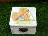 μπομπονιέρα vintage ξύλινο κουτάκι με παιδάκι και σκυλάκι