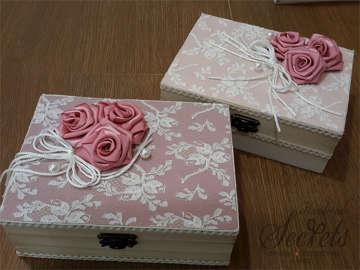 Εικόνα του Vintage κουτί μαρτυρικών με λουλούδια