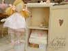 Εικόνα με Κουτί βάπτισης και λαμπάδα βάπτισης κούκλα
