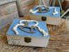 Εικόνα με Κουτί μαρτυρικών γαλάζια λινάτσα αλογάκι