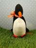 μπομπονιέρα βάπτισης υφασμάτινος πιγκουίνος με καρό κορδέλα