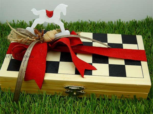 Εικόνα με Ξύλινο παιχνίδι σκάκι