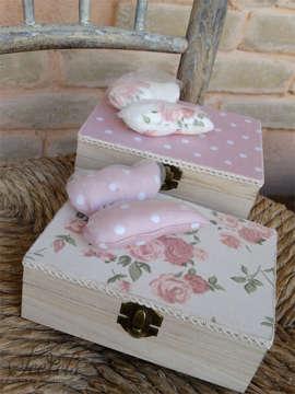 κουτάκια μαρυρικών με υφασμάτινη πεταλούδα σε δύο σχέδια