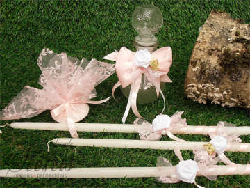 Εικόνα του Λαδοσέτ βάπτισης με λουλούδι και ροζ φιόγκο