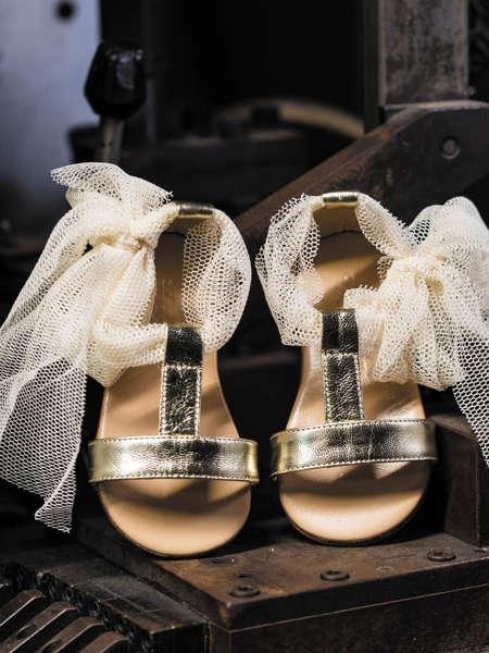Εικόνα με POETIQUE GOLD βαπτιστικά πέδιλα κορίτσι