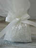 Εικόνα με Μπομπονιέρα γάμου πουγκί δαντέλα μαργαρίτα