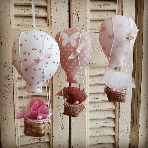 Εικόνα με Χειροποίητες μπομπονιέρες βάπτισης αερόστατο ροζ