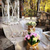 Εικόνα με Στολισμός γάμου vintage με παιώνιες