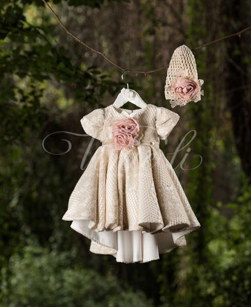 64214cf42ad1 Βαπτιστικό φόρεμα με δαντέλα μαζί με πλεκτό σκουφάκι