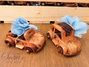 Εικόνα του Μπομπονιέρα βάπτισης ξύλινο αυτοκινητάκι