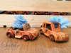 Εικόνα με Μπομπονιέρα βάπτισης ξύλινο αυτοκινητάκι