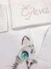 Εικόνα με CAT λαδόπανα κορίτσι