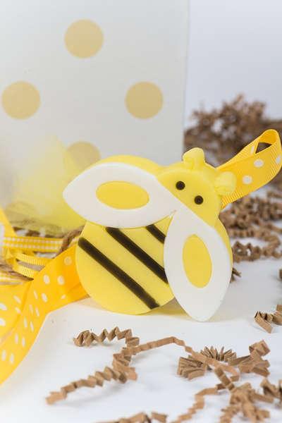 Εικόνα με Μπομπονιέρα μελισσούλα σαπουνάκι