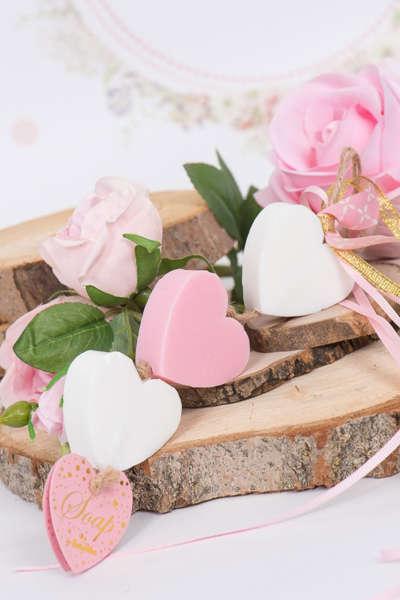 Εικόνα με Μπομπονιέρα σαπούνια καρδούλες