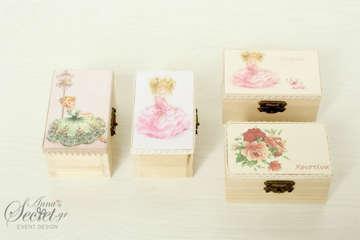 Μπομπονιέρες βάπτισης ξύλινα κουτάκια με κοριτσάκια