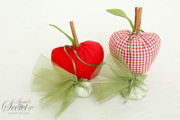 Μπομπονιέρες βάπτισης υφασμάτινα μήλα με κανέλες