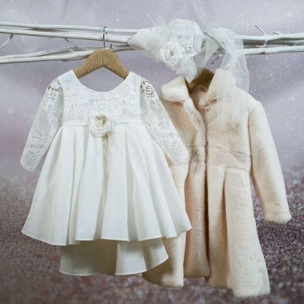 Ένα υπέροχο βαπτιστικό ρούχα σε διακριτικά χρώματα, φτιαγμένο με φίνα ευρωπαϊκά υφάσματα, που θα απογειώσει την ιδιαίτερη μέρα της μικρής σας πριγκήπισσας.