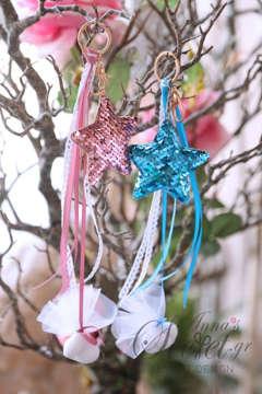Μπομπονιέρες Χριστουγεννιάτικες για γάμο ή βάπτιση κρεμαστά στολίδια αστεράκια με λαμπερές χρωματιστές παγιέτες.