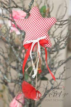 Μπομπονιέρα χειροποίητο κρεμαστό Χριστουγεννιάτικο στολίδι υφασμάτινο καρώ αστέρι.