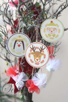 Μπομπονιέρα χειροποίητο κρεμαστό Χριστουγεννιάτικο στολίδι με διάφορα θέματα.