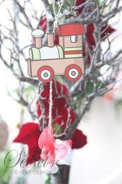 Μπομπονιέρες Χριστουγεννιάτικες χειροποίητες για γάμο ή βάπτιση, κρεμαστά στολιδια τρενάκι.