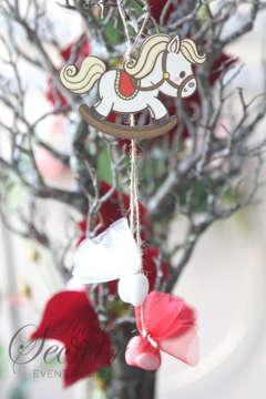 Εικόνα του Μπομπονιέρα χειροποίητο κρεμαστό Χριστουγεννιάτικο στολίδι κουνιστό αλογάκι.