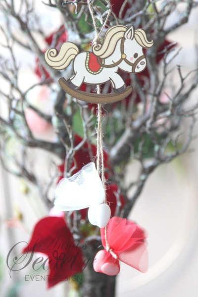 Εικόνα με Μπομπονιέρα χειροποίητο κρεμαστό Χριστουγεννιάτικο στολίδι κουνιστό αλογάκι.
