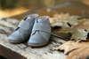 Βαπτιστικά παπούτσια περπατήματος για αγόρια, της Everkid, σε γκρι αποχρώσεις και νούμερα 18 έως 21.