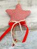 Εικόνα με Μπομπονιέρα χειροποίητο κρεμαστό Χριστουγεννιάτικο στολίδι υφασμάτινο καρώ αστέρι.