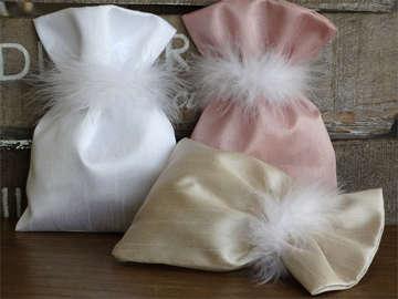 Εικόνα του Μπομπονιέρα γάμου μετάξι και πούπουλο