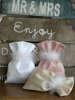 Εικόνα με Μπομπονιέρα γάμου μετάξι και πούπουλο
