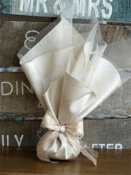 Εικόνα του Μπομπονιέρα γάμου μετάξι και δαντέλα