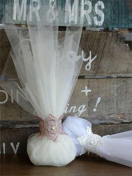 Εικόνα του Μπομπονιέρα γάμου οργάντζα & δαντέλα
