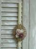 Εικόνα με Λαμπάδα πασχαλινή καδράκι λουλούδια