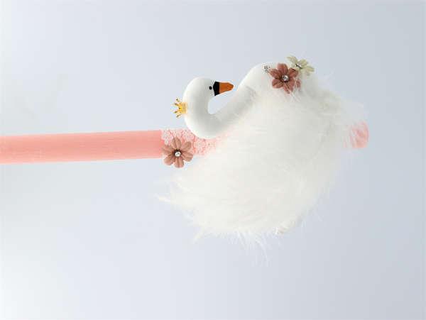 Εικόνα με Λαμπάδα πασχαλινή λευκός κύκνος