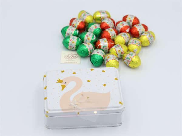 Εικόνα με Μεταλλικό κουτάκι κύκνος με σοκολατένια αυγουλάκια