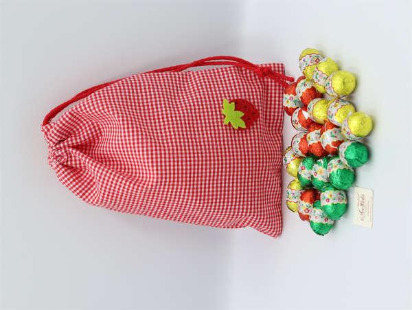 Εικόνα με Αυγουλάκια σοκολατένια σε πουγκί καρό