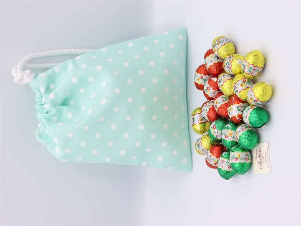 Εικόνα με Αυγουλάκια σοκολατένια σε πουγκί βεραμάν